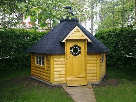 Viking 12-15 man BBQ Hut Outside